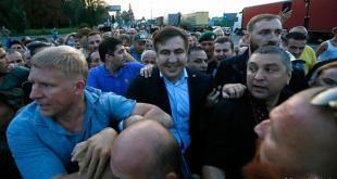 Mikheil Saakashvili var vel fagnað af stuðningsmönnum við komuna til Úkraínu.