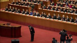 Xi Jinping þakkar flokksþingsfulltrúum.