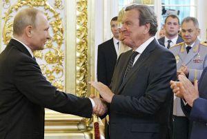 Gerhard Schröder árnar Vladimir Pútin heilla.