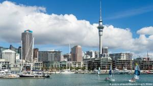 Frá Auckland, Nýja-Sjálandi.