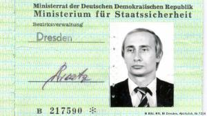 Stasi-skilríki Pútíns.