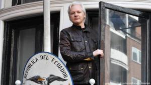 Julian Assange í sendiráði Ekvador í London eftir komuna þangað árið 2012.