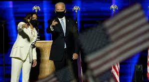 Kamala Harris og Joe Biden fagna sigri.