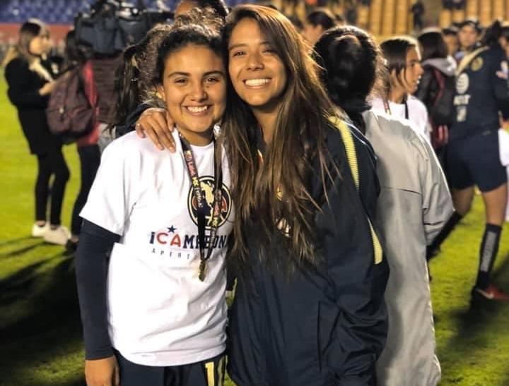 Casandra Cuevas con Nicole Paredes