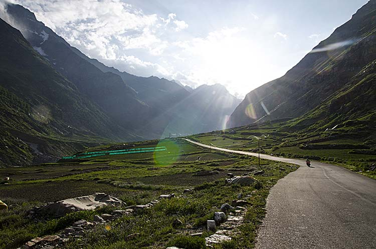 manali to leh travel time