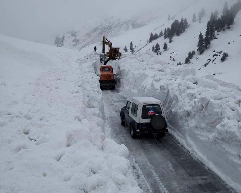 snow clearing at rohtang pass