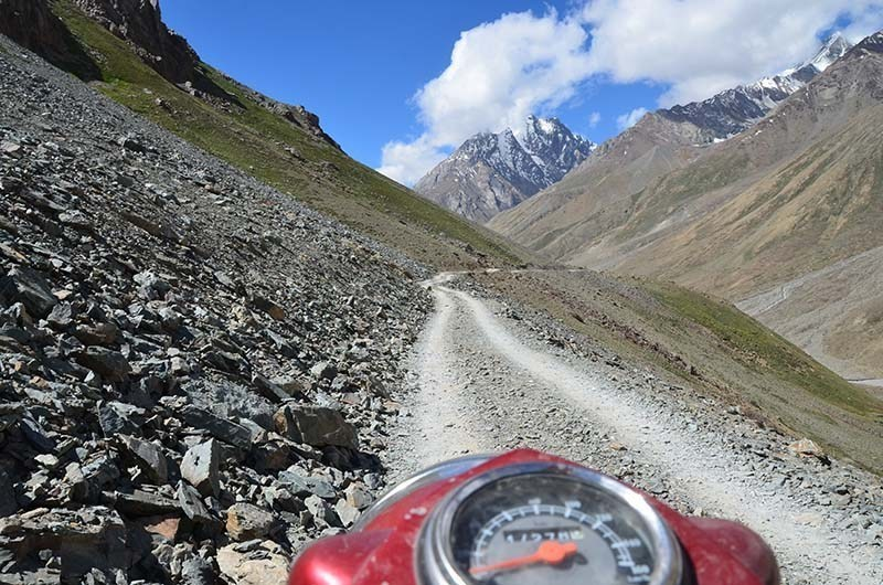 the road to chandratal lake