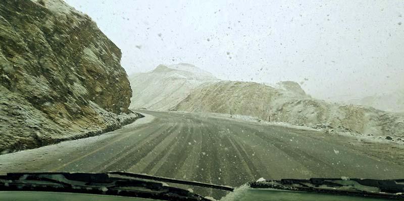snowfall on leh to kargil highway