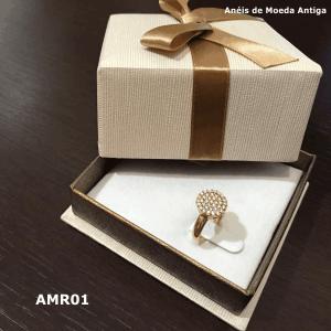 Anel de Moeda Antiga Redondo com Zircônias – AMR01