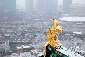 大阪城からみた積雪している大阪市内
