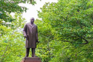 皇居外苑にある吉田茂の銅像