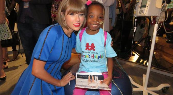 These Photos of Taylor Swift At The Children's Hospital With Touch Your Heart