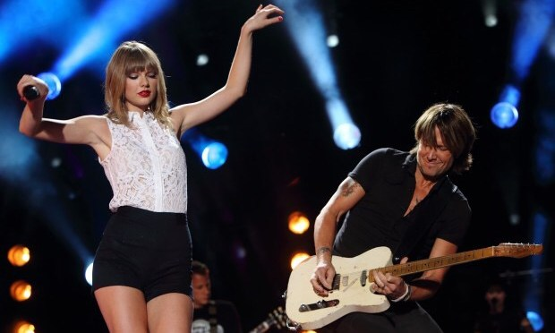 Taylor Swift And Keith Urban Give Surprise Performance At Reese Witherspoon's Birthday Party! – Watch