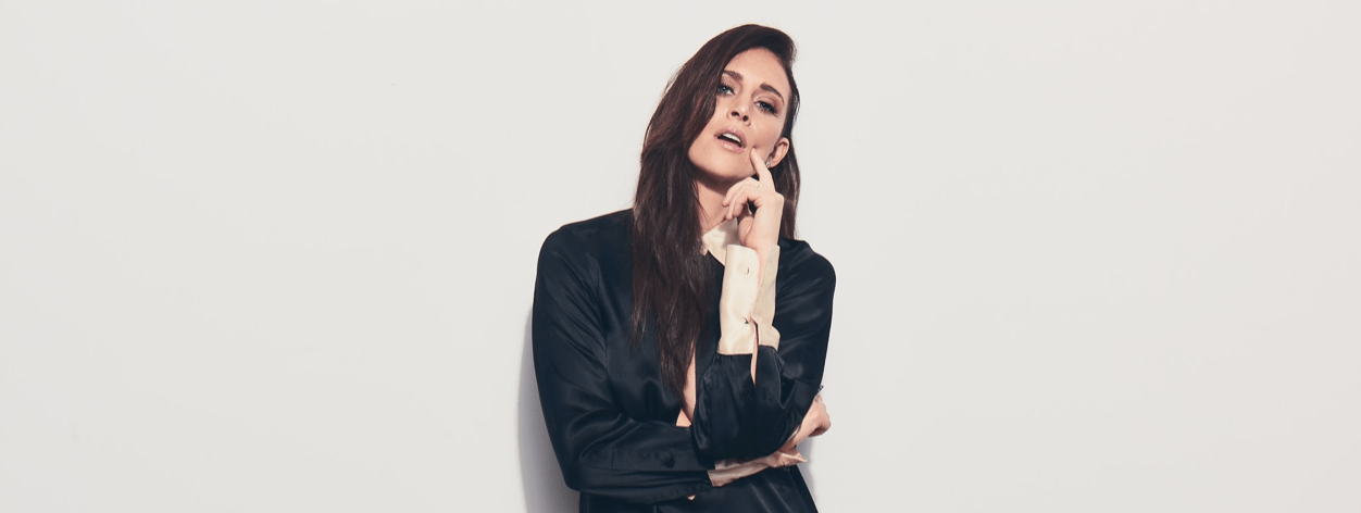 "Kelleigh Bannen Goes ""Deluxe"" For New Single"