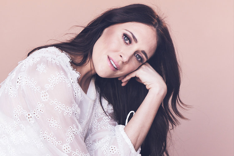 Kelleigh Bannen's Debut Album 'Favorite Colors' Was Worth the Wait