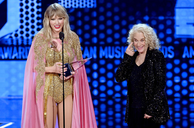 Taylor Swift Honored as AMAs Artist of the Decade!
