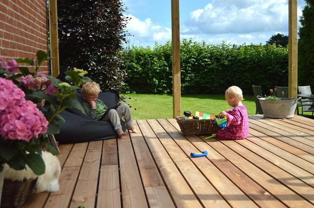 Ungerne er var hurtige til at indtaget verandaen.