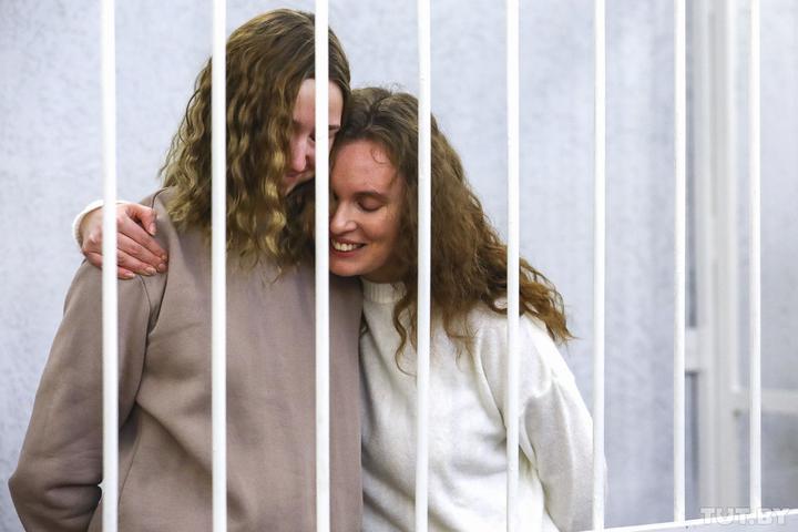 Даша и Катя в суде