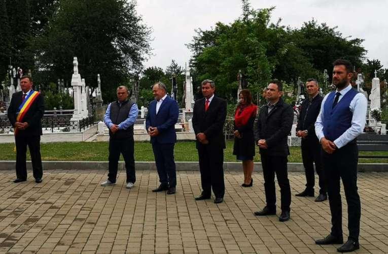 Ceremonial discret la Monumentul Eroilor, coroane din partea Primăriei Vaslui și a Consiliului Județean