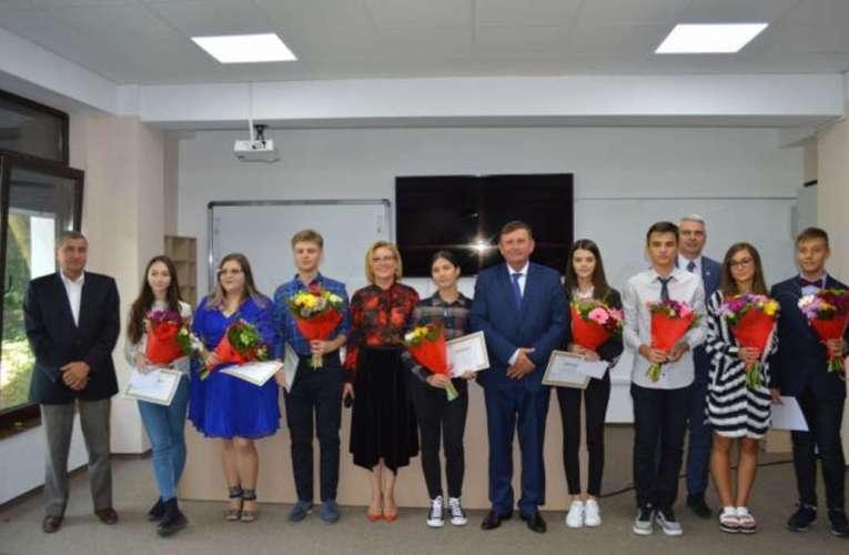 Compania Radical Grup Vaslui premiază elevii de 10 de la bacalaureat!