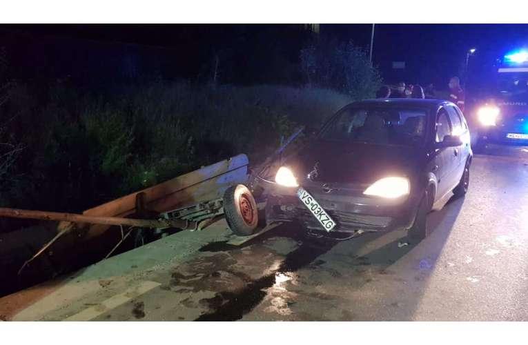 Un căruțaș care umbla bezmetic noaptea, lovit de un autoturism!