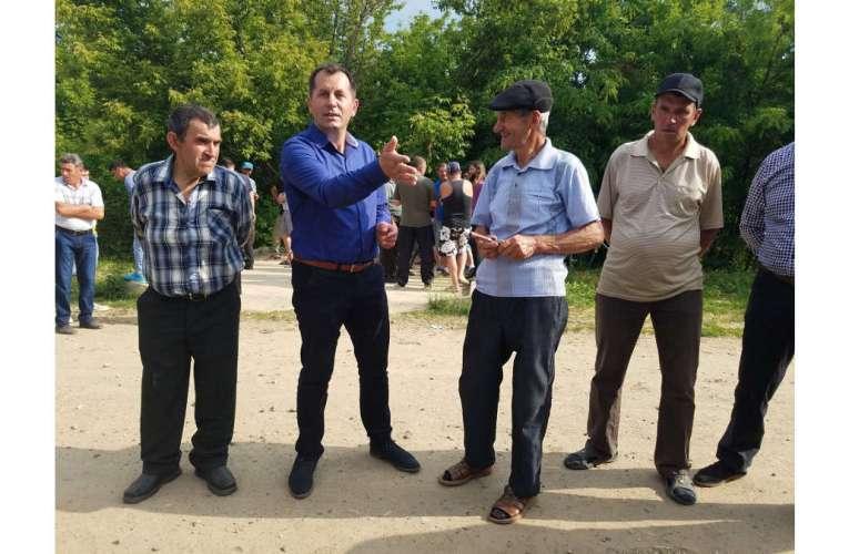 Vicele de la Roșiești, în căutare de voturi pe spinarea celor bolnavi de Covid!