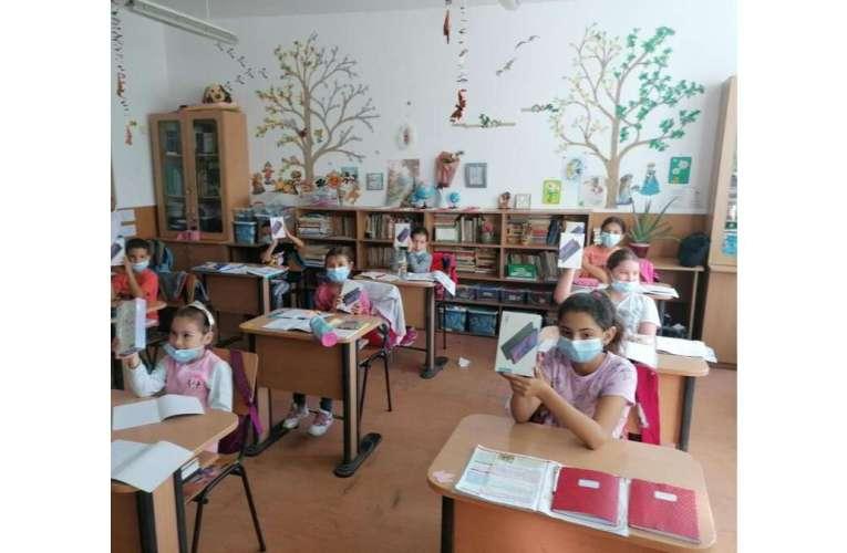 Comuna Poienești, prima comună din județ în care toți elevii au primit tablete!