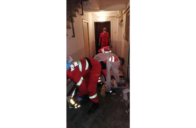 Intervenție dificilă a pompierilor în Vaslui: femeie decedată în spatele ușii blocate
