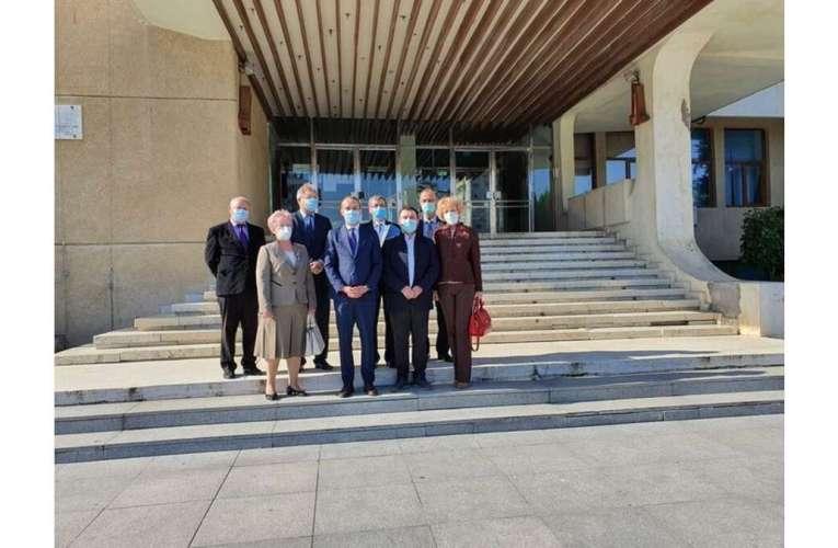 Liberalii vasluieni, poză de grup după depunerea candidaturilor. Lipsește Tătaru!
