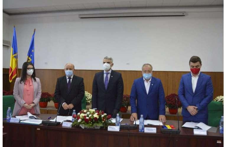Dumitru Buzatu a depus jurământul! De-acum încolo, încep certurile și nemulțumirile în CJ Vaslui!
