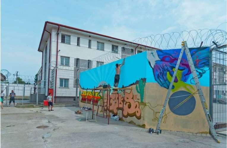 Deținuții de la Penitenciarul Vaslui au rămas fără profesor! Dascălul a fost trimis la izolare!