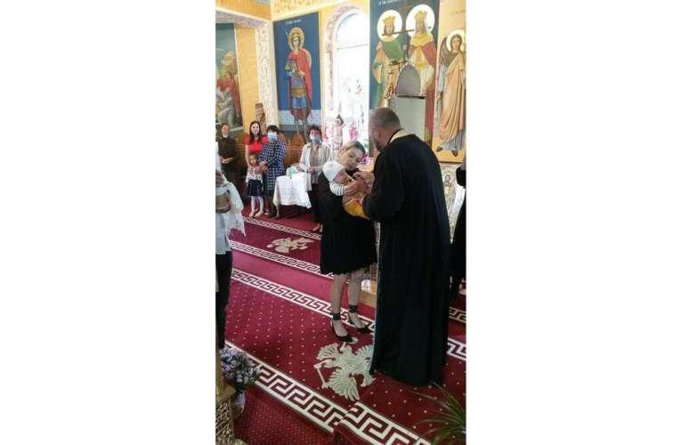 Capela din Vaslui, în care Dumnezeu are grijă de sufletele copiilor abandonați! Zeci de bebeluși au trecut pe aici!