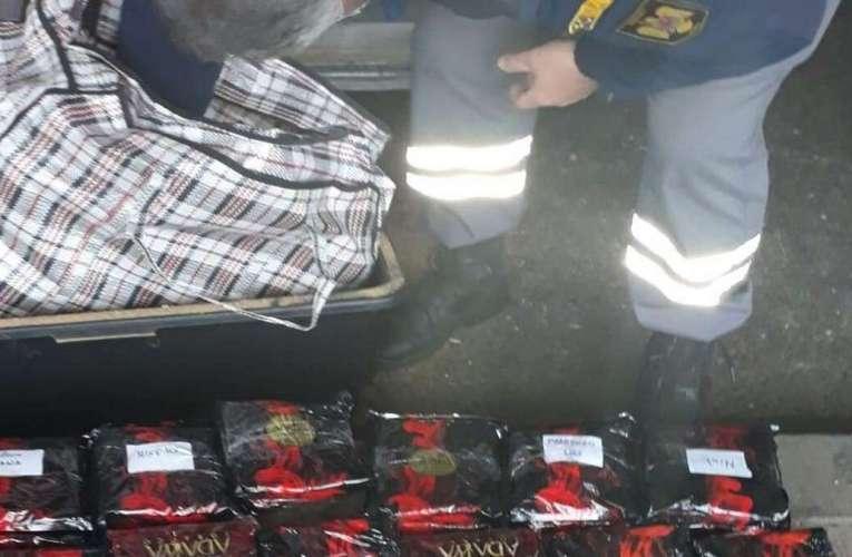 Un vasluian a încercat să introducă ilegal, pe la Albița, 50 kg de arome pentru narghilea