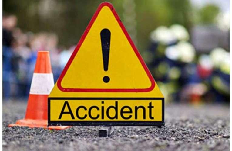 ACUM Accident pe Varianta Vasluiului, lângă bazar! Două mașini s-au ciocnit!