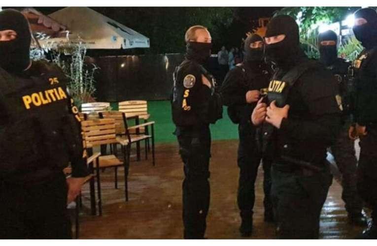 Un bufet din Todirești, luat cu asalt de mascați, sâmbătă noaptea! 25 de petrecăreți au fost amendați!