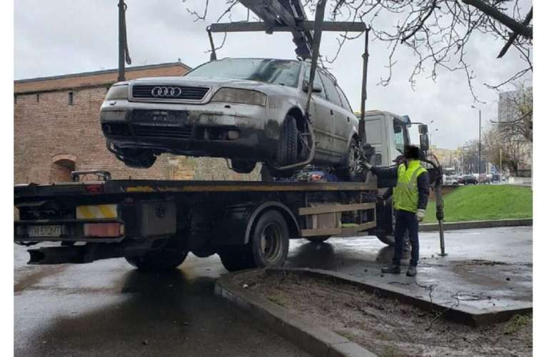 """Poliția Locală Vaslui pregătește operațiunea """"Ridicați mașinile parcate ilegal!"""""""