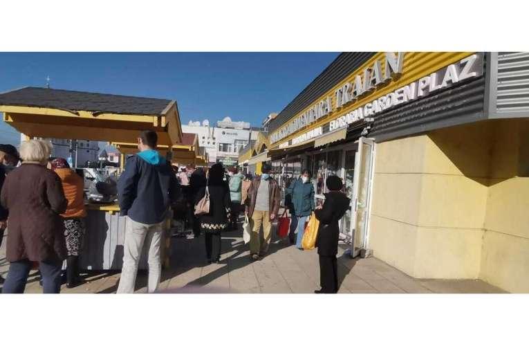 Tensiune maximă ACUM în cele două piețe din Vaslui! Comercianții fac scandal!