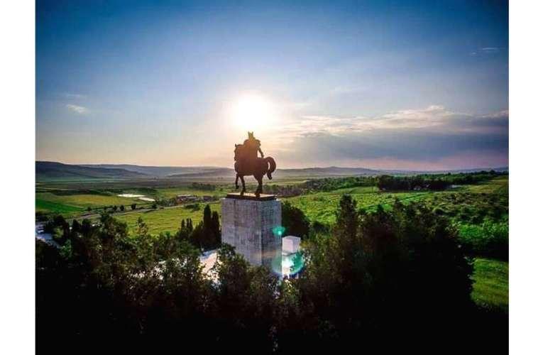 În sfârșit! Statuia lui Ștefan cel Mare, de la Podu Înalt, intră în reparații capitale!