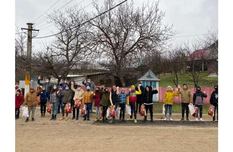 """La Șuletea, peste 100 de copii au primit cadouri de la Moș Crăciun! """"Am dorit ca toți copiii să fie răsplătiți!"""""""