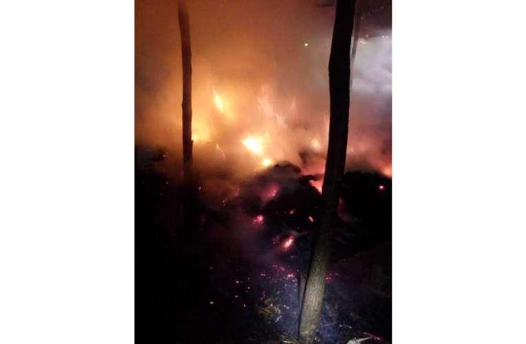 Incendiu în a doua zi de Crăciun! Au ars trei tone de furaje!