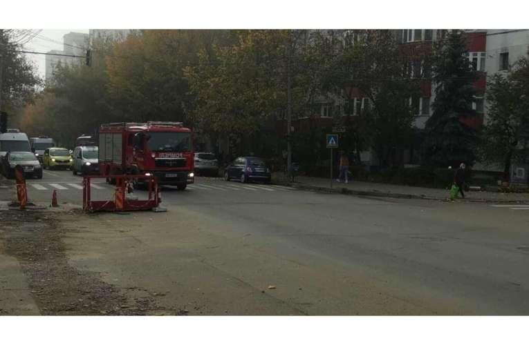 Risipă de bani publici! Un ditamai mastodont de la Pompieri, trimis să se plimbe cu goarna prin oraș!