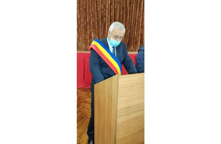 Primarii de comune din județul Vaslui dau în judecată Guvernul! Înghețarea salariilor, decizie ilegală!