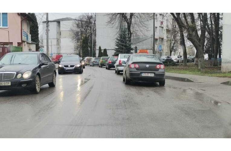Un șmecher din Vaslui a parcat neregulamentar și i s-a înfundat! S-a ales cu dosar penal!