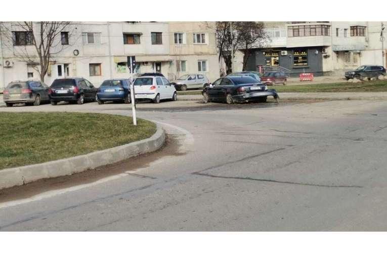 Imagini incredibile! Locul accidentului din sensul giratoriu de la InterEx arată ca după război!