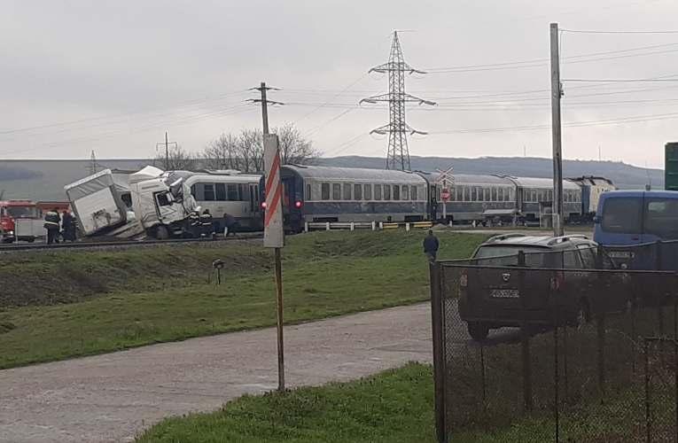 """Prostie INCREDIBILĂ! Camionul implicat în accidentul de la """"Bariera Morții"""" a fost lovit de încă un tren!"""