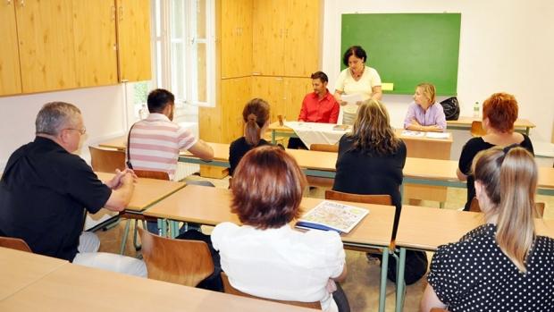 Cadrele didactice invitate în bãnci. Mâine se va sustine examenul scris de definitivat