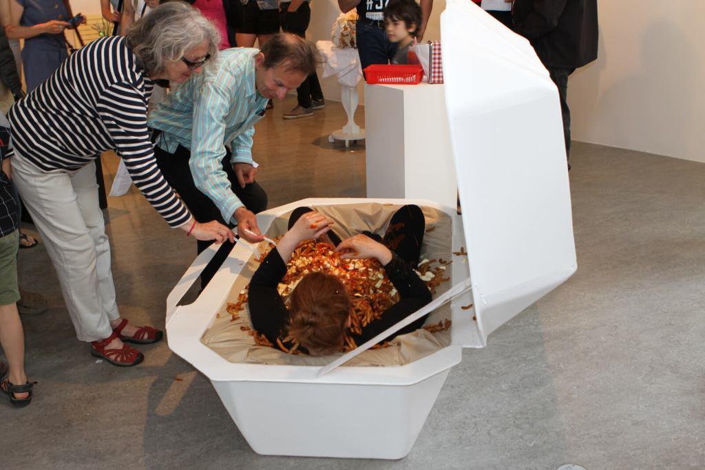Mihelle Larouche et Carolyne Gauthier Performance | CASSE-CROÛTE | Exposition collective — Artistes membres