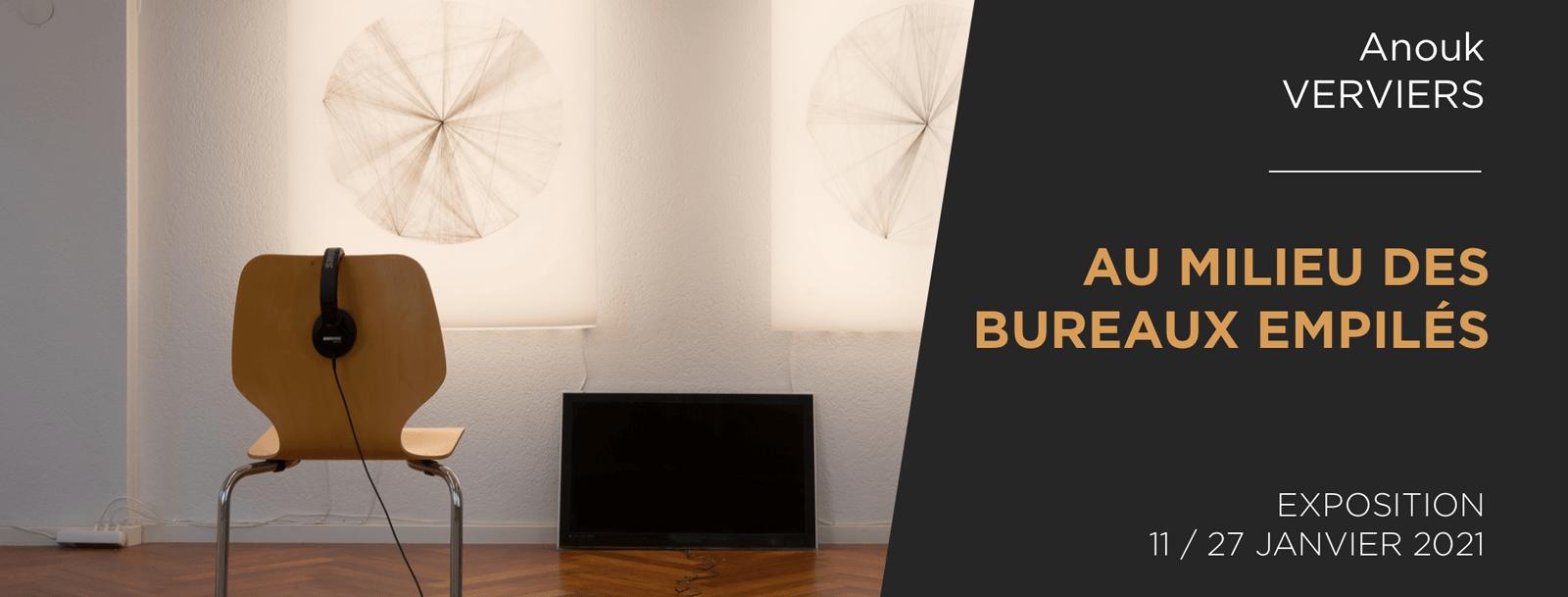 AU MILIEU DES BUREAUX EMPILES | Installation | Anouk VERVIERS