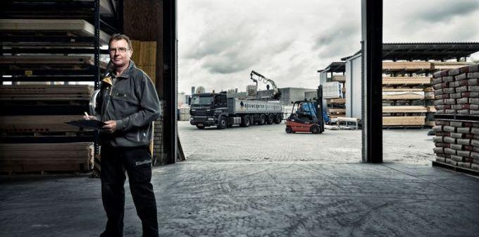 Hurks groep verkoopt beide bouwcenters aan directeur