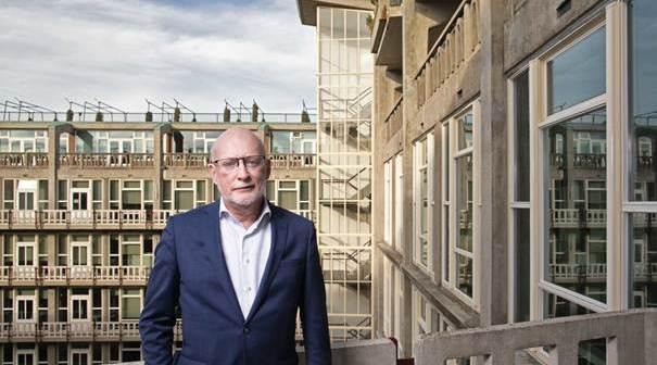 Drs. Marius C. Meurs verlaat het Rotterdamse Groot Handelsgebouw